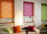 Рулонные шторы представляют собой гладкое полотно ткани, которое сворачивается в рулон с помощью специального механизма