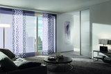 Японские шторы представляют собой ровные вертикальные панели, которые управляются вручную или шнуровым, цепочным и на электроприводе механизмом