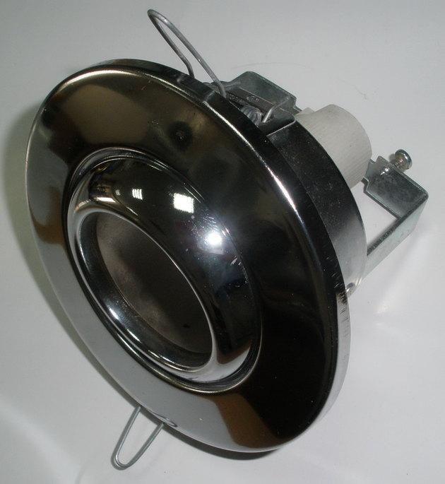 Точечные светильники фиксируются в отверстиях подвесного потолка при помощи держателей и практически не занимают...