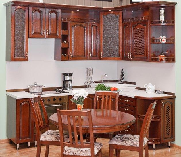 кухонные гарнитуры дерево фото